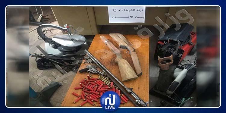 الزهراء:يستغل غرفة بحديقة منزله لصنع الأسلحة وتركيبها (صور)