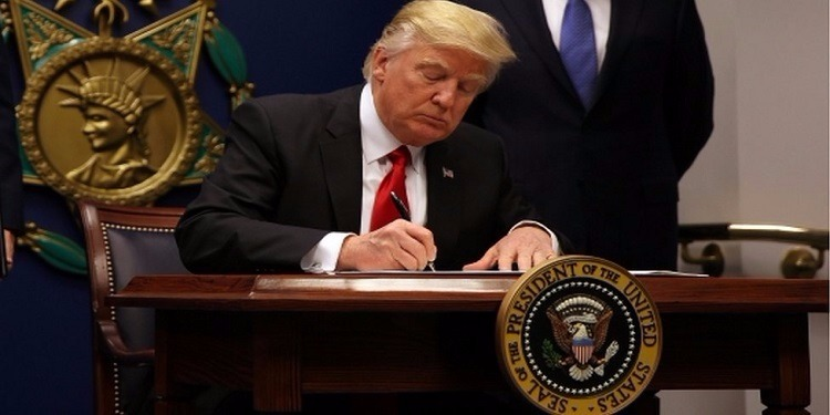 البيت الأبيض: تسريبات عن قانون حظر السفر الجديد.. حذف بلد عربي من قائمة الدول المحظورة