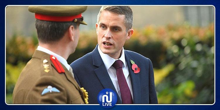 إقالة وزير الدفاع البريطاني بتهمة تسريب أسرار الدولة