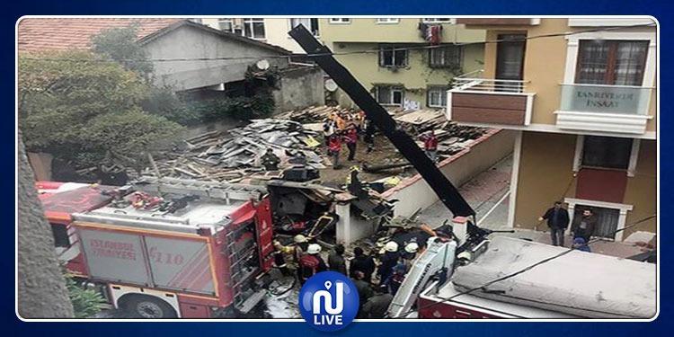 تركيا: سقوط مروحية في حي سكني