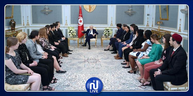 الإنتقال الديمقراطي في تونس محور لقاء رئيس الجمهورية بوفد طلابي من جامعة  أوتاوا الكندية
