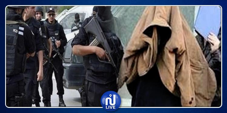 منوبة : إيقاف نادل بمقهى  يشتبه في انتمائه لتنظيم إرهابي