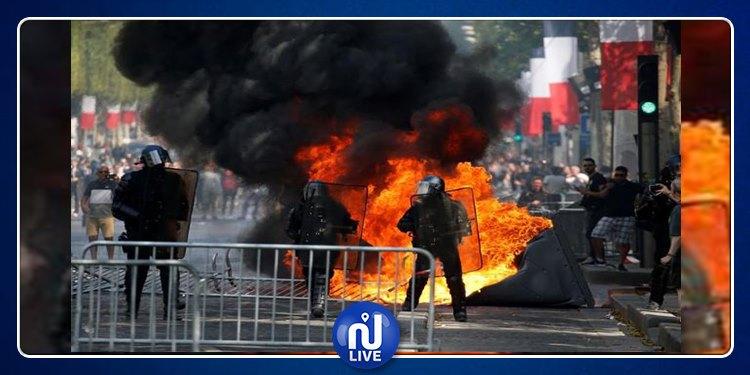 الشرطة الفرنسية تطلق الغاز لتفريق محتجين في الشانزليزيه