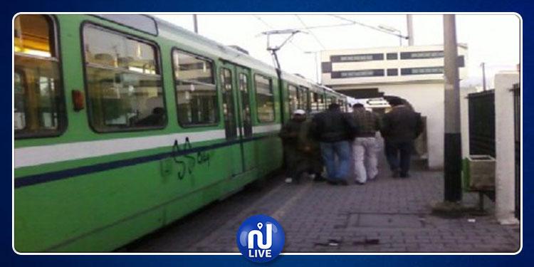 عطب مفاجئ في المترو رقم 3  ونزول المسافرين بحثا عن وسائل نقل أخرى