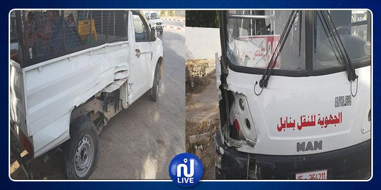نابل :حادث مرور بين حافلة وشاحنة يكشف عن كمية كبيرة من الشاي المهرب