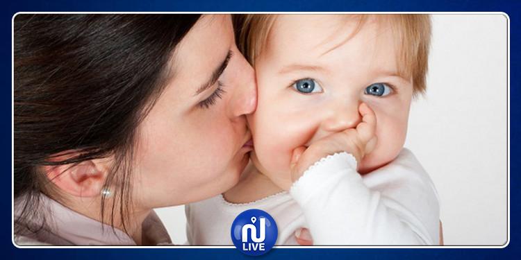 دراسة تحذر من مخاطر تقبيل الأطفال الرضع