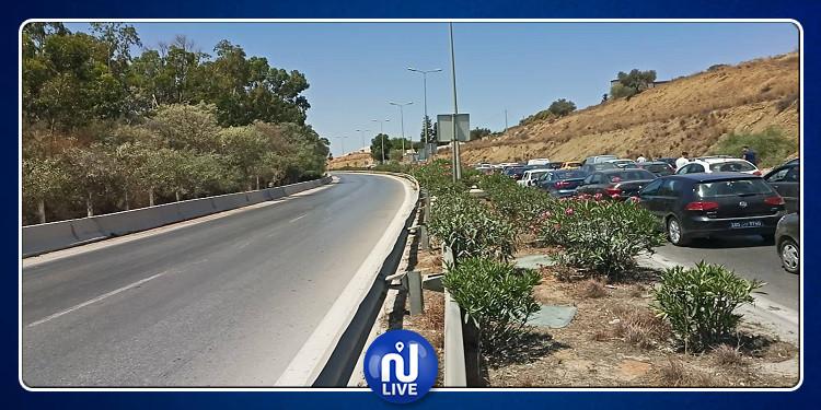 محتجون يغلقون الطريق الرابطة بين تونس و بنزرت