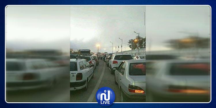 طبرقة : غلق طريق المعبر الحدودي بملولة  احتجاجا على  إختفاء كهل في ظروف غامضة