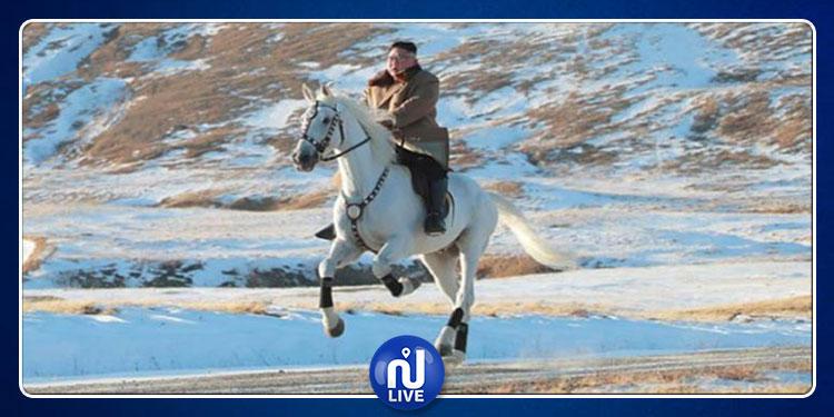 كيم جونغ أون يتجول على حصان أبيض  في جبل مقدس(صور)