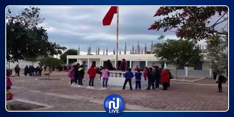 الناظور: الأولياء يغلقون مدرسة ابتدائية ويمنعون مواصلة الدروس
