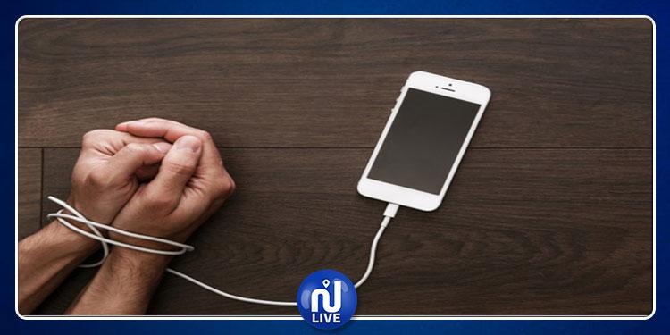 مصحات تعالج إدمان الهواتف الذكية