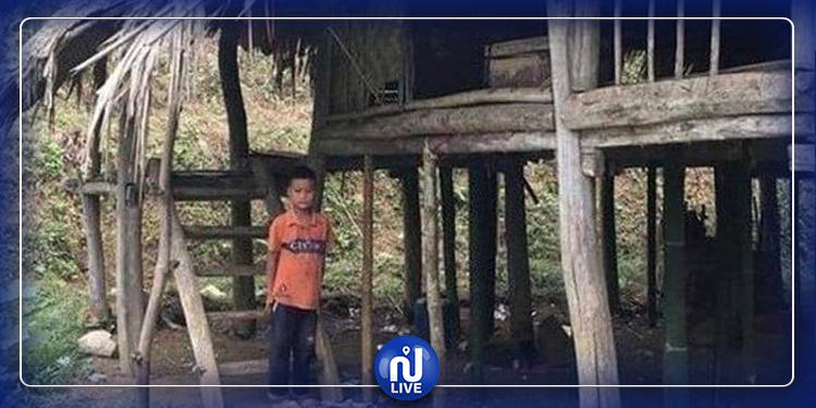طفل العشر سنوات توفي والداه فخير العمل والعيش بمفرده