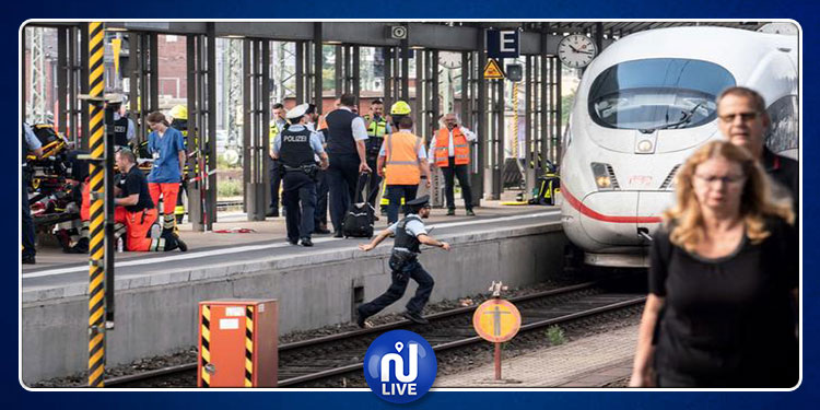 إنقاذ رجل كاد أن يسحقه قطار (فيديو)