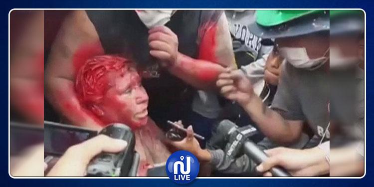 محتجون غاضبون  يسلطون عقابا مهينا على عمدة بلدتهم