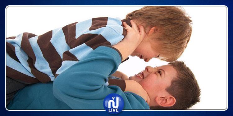 أطفال الآباء العاملين أكثر عرضة للسلوك العداوني والمشاكل النفسية