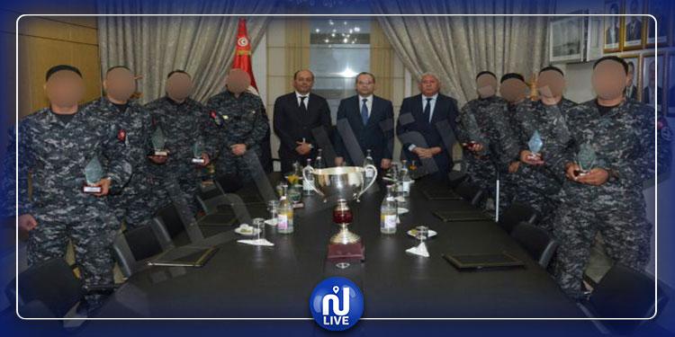 وزير الداخلية يكرم 6 أعوان من الفوج الوطني للتدخل السريع