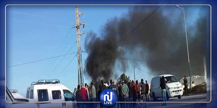 مدنين:  أهالي منطقة سيدي مخلوف يحتجون على سوء الطريق