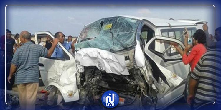مصر: إصابة 24 شخصا في حادث بين حافلة وسيارة