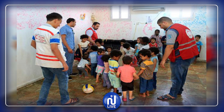 استلام أطفال تونسيين من مراكز إيواء ليبية(صور)