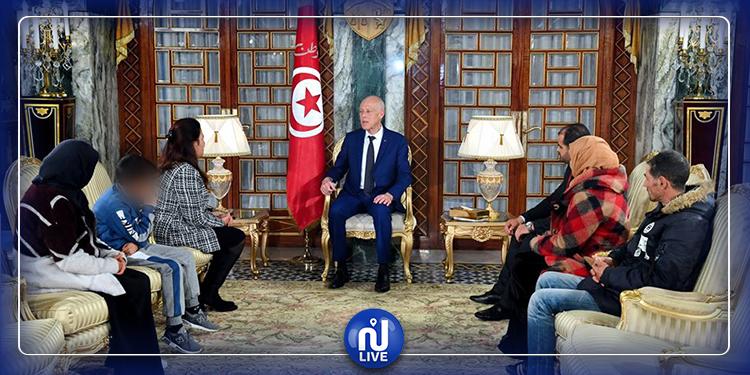 رئيس الجمهورية يستقبل عائلة جريح الثورة المرحوم  طارق الدزيزي
