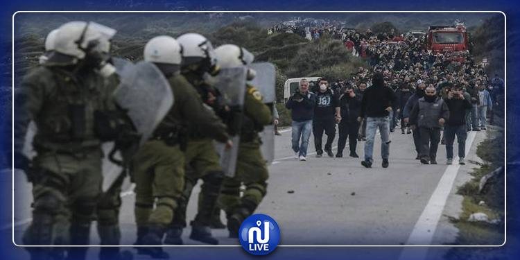 Les Grecs contre les camps de migrants