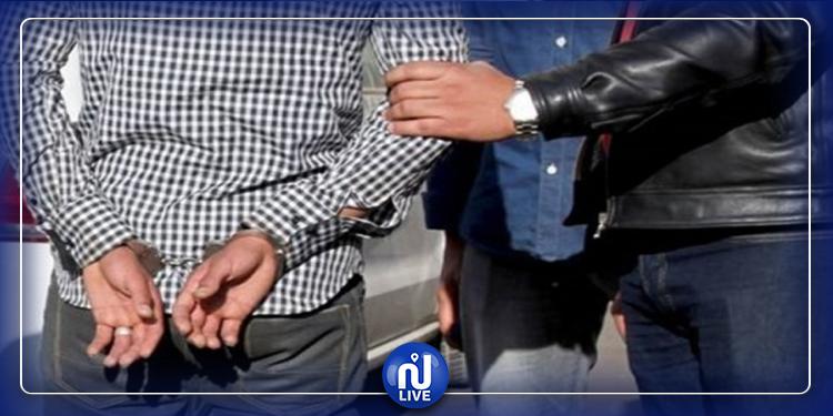 تاجريون: إيقاف شخص محكوم بـ30 سنة سجنا