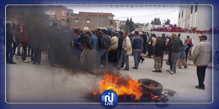 دوار هيشر: مواطنون يحتجون على تواصل الحجر الصحي