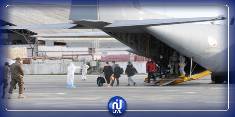 الخارجية تؤكد على ضرورة  الإسراع في إجلاء بقية التونسيين العالقين في الخارج