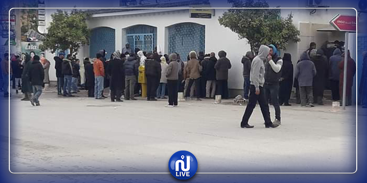 سليانة: وحدات الأمن و الجيش و متطوعون ينظمون الصفوف أمام مراكز البريد
