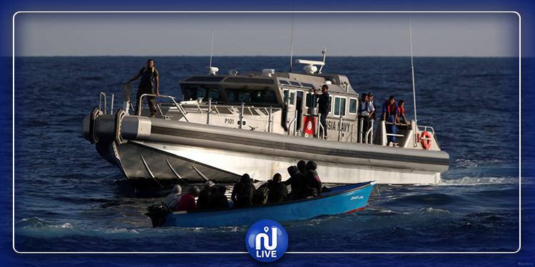 جيش البحر ينقذ 20 تونسيا في عرض البحر