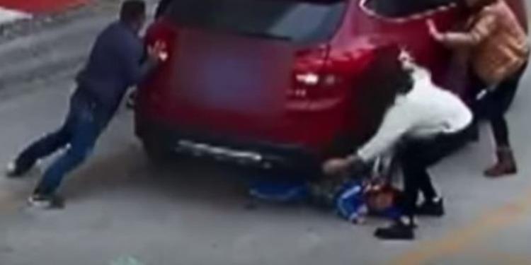 دهس طفلاً بسيارته...وكاد يدهسه مرّة ثانية محاولا الفرار (فيديو)