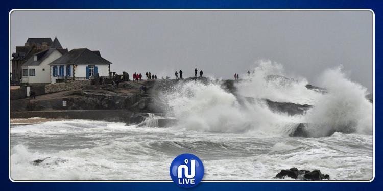 فرنسا: العاصفة ''ميغيل'' تتسبب في مقتل ثلاثة أشخاص