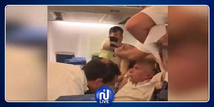 الشرطة الرومانية تعنف مصريا داخل طائرة والسلطات المصرية والمغربية تتدخل (فيديو)