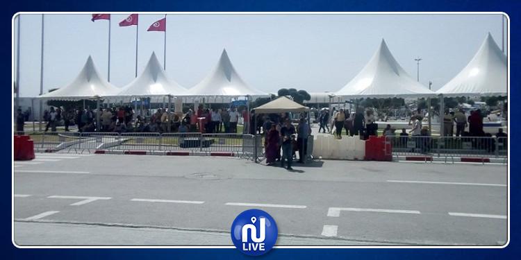 مطار تونس قرطاج: تركيز خيام لحماية المنتظرين من أشعة الشمس