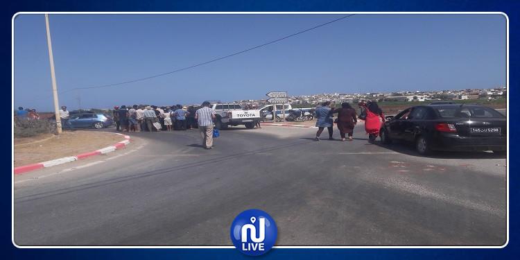 قليبية: غلق الطريق أمام المصطافين احتجاجا على انقطاع مياه الشرب