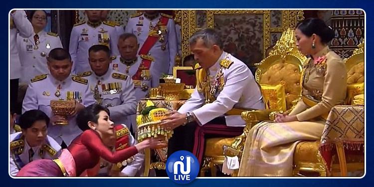 بحضور زوجته: ملك تايلاند يحتفل بزفافه على عشيقته