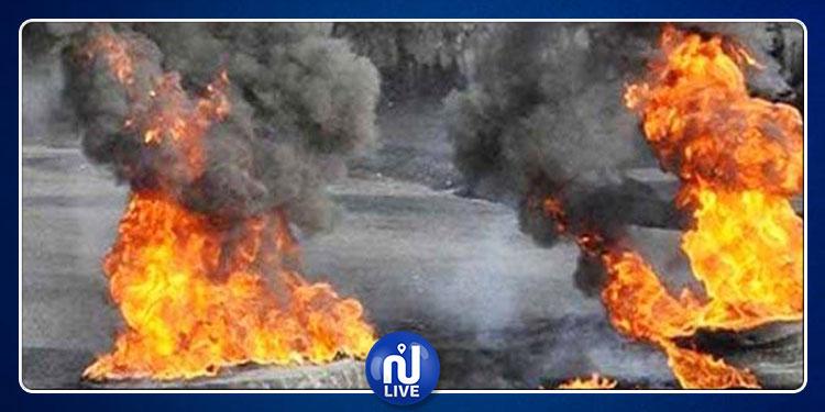 غلق الطريق الرابطة بين بوحجلة وصفاقس وحرق العجلات المطاطية