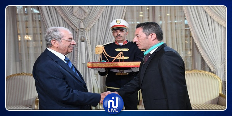 منح الصنف الثاني من وسام الجمهورية لعدد من الإطارات العليا من قوات الأمن الداخلي (صور)