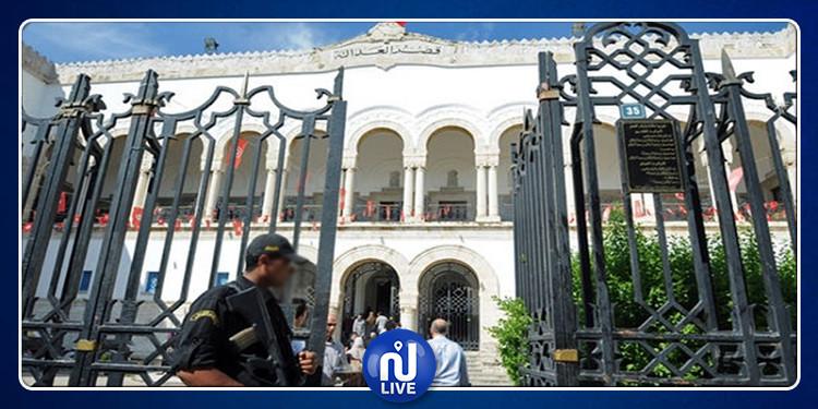 إخلاء مقر المحكمة الابتدائية بتونس بعد اعتصام فريق الدفاع عن الشهيدين بلعيد والبراهمي (فيديو)