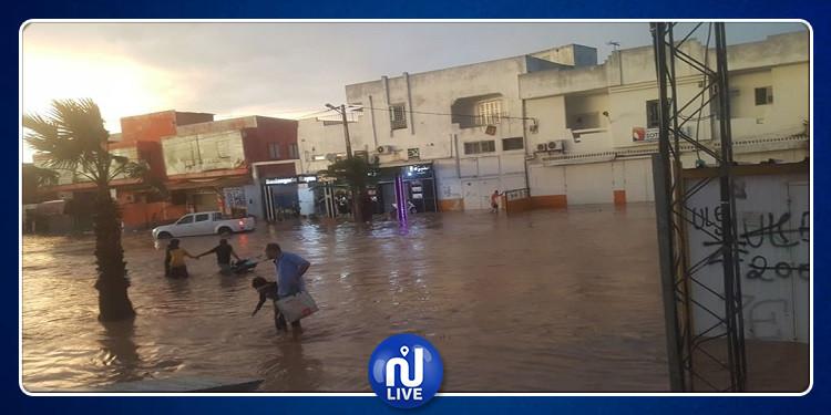 سيدي حسين: الأمطار تغمر الطرقات والمحلات والمنازل (صور+ فيديو)