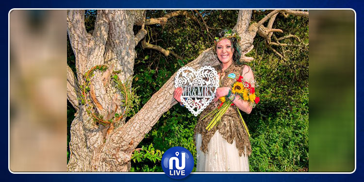 بريطانيا: امرأة تتزوج من شجرة ! (صور)