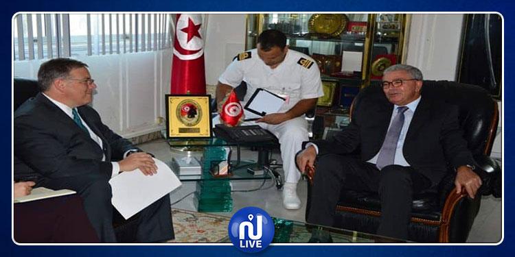 السفير الأمريكي خلال لقائه بالزبيدي: سنواصل الوقوف مع تونس في مجال الدفاع