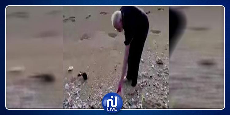 رئيس وزراء يجمع القمامة بنفسه (فيديو)