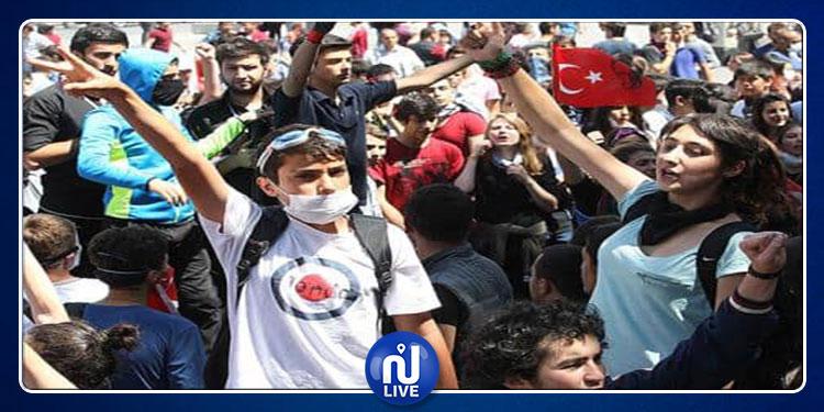 الأمن التركي يعتقل عددا من المحتجين على التدخل العسكري في سوريا