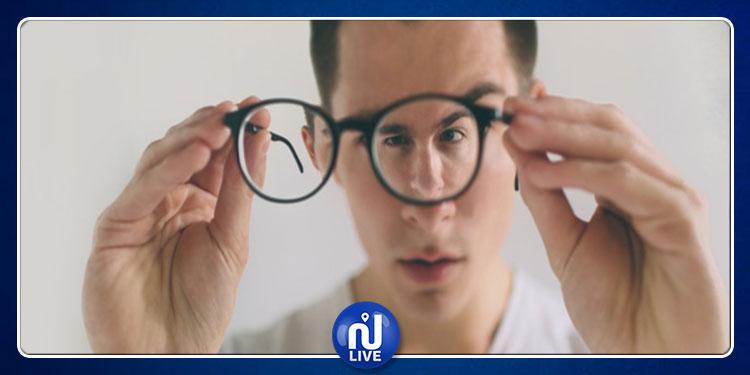 دولة تمنع النظارات الطبية في أماكن العمل