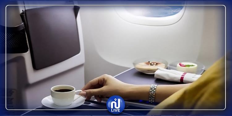 تعويض مادي لمن تسقط عليه قهوة في الطائرة
