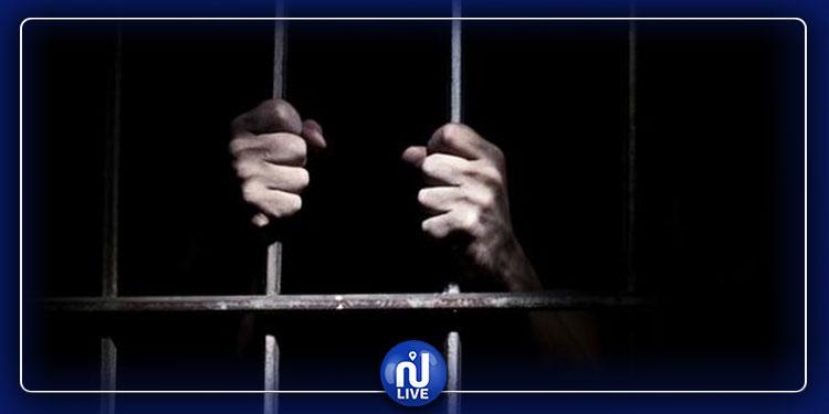 طالبوا برواتبهم فزجّ بهم داخل السجن !