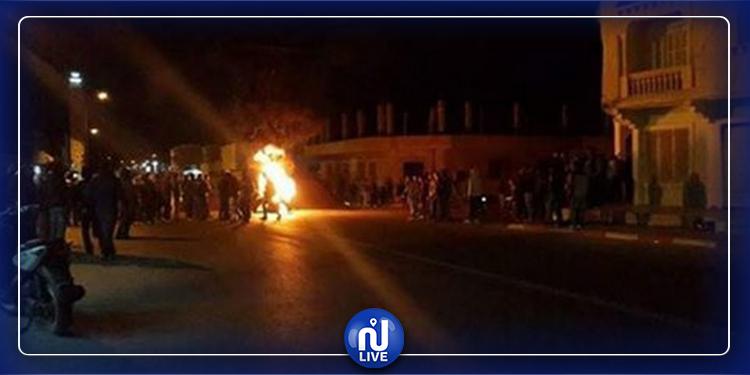 القصرين: غلق الطريق وحرق الإطارات المطاطية