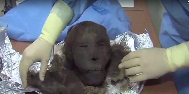 العثور على مومياء لامرأة تعود إلى القرن الثاني عشر (فيديو)