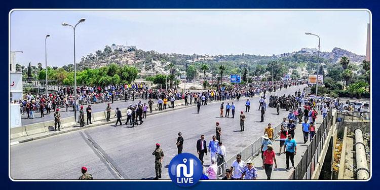 نساء ورجالا وأطفالا.. آلاف التونسيين يشيّعون الرئيس الراحل إلى مثواه الأخير
